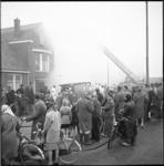 5086 Brand aan de Nieuwendijk in Pernis met veel publieke belangstelling.