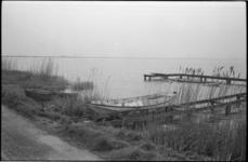5141-1 Ontmantelde steiger met vletten in Rottemerengebied.