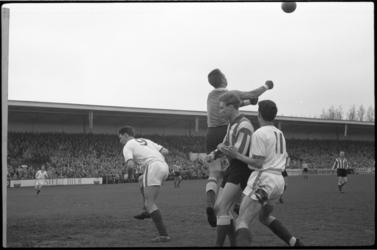 5171 Voetbalwedstrijd Sparta-PSV op het Kasteel.
