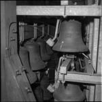 5173-2 Herplaatsing klokken carillon in de Sint Laurenstoren.