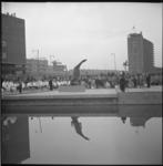 5206-1 Overzicht herdenking Zuidplein bij monument de Vallende Ruiter.