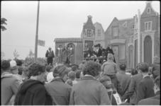 5227-1 Koninginnedag met wagenspel Het Costerman-oproer op de Brink in Vreewijk.