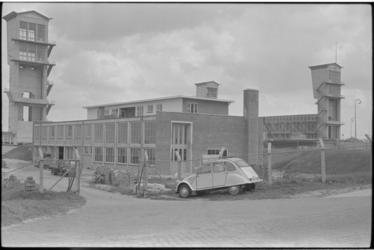 5229-1 Rijkswaterstaat- dienstgebouwen in aanbouw bij de Algerabrug aan de zijde van de Ketensedijk.