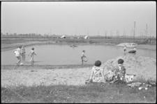 5248-1 Dagrecreatie bij watertje de Put in Alblasserwaard.