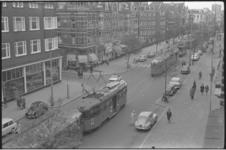 5266-1 Overzicht van Nieuwe Binnenweg richting Eendrachtsplein met rij trams als gevolg van trambotsing.