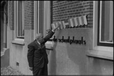 5279-2 Opening van tehuis 'De Schuilplaats' aan de Charloisse Kerksingel door de heer N. G. L. Broekstra.