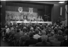 5352 Met veel vlaggen wordt het zestiende congres van de Nederlandse Vereniging van Ex-Politieke Gevangenen in het ...