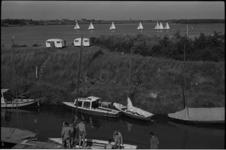 5426-1 Recreatie op het Brielse Meer bij Jachthaven de Meeuw.