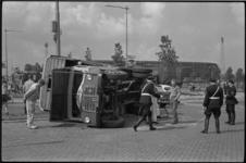 5430 Vrachtauto veevervoer op zijn kant ter hoogte van stadion Feijenoord-Marathonweg.