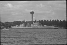 5431 Engelse kruiser 'Blake' voor officieel vlootbezoek afgemeerd aan de Parkkade.