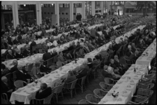 5475 De Rivierahal gevuld met Ouden van Dagen uit Helmond in afwachting van de maaltijd.