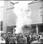5523-2 Studenten Hogere Technische School stunten met metershoge namaakraket op het Beursplein.