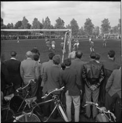 5524 Publiek en voetballers-in-actie tijdens de Schuttersveld-zomeravondvoetbal-serie.