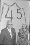 5584 Mejuffrouw G.de Jong nam afscheid na 45 jaar onderwijzeres te zijn geweest op Da Costaschool in de Snellemanstraat.