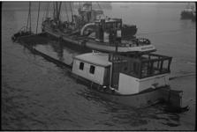 5596 De tjalk 'Esperance 2' is in de monding van de Merwehaven gezonken.