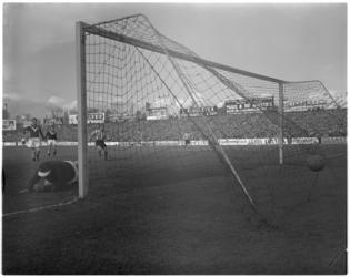 566 Spelmoment uit de voetbalwedstrijd Sparta - Enschede.
