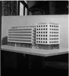 575 Maquette van het nieuw pand van de Algemene Friese Levensverzekering-maatschappij op de hoek Westblaak - Coolsingel.