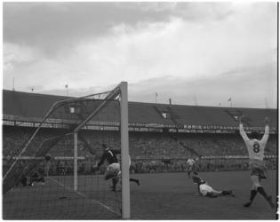 578 Spelmoment uit de voetbalwedstrijd Feyenoord - Rapid JC.