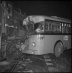 5892 Aanrijding RET-bus 35 met rangeerlocomotief aan de Waalhaven Oostzijde.