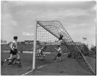 590 Spelmoment uit de voetbalwedstrijd Sparta - Fortuna.