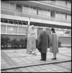 6033 De heer A.L.P. van de Gevel en mevrouw A.F.Zwakhals-Smit, leden van de Herdenking 4 mei-commissie Linker ...