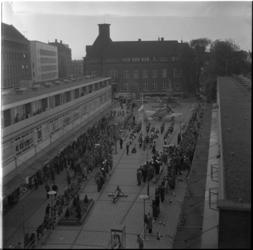 605-3 Overzicht van de Nieuwemarkt tijdens de opening van de tentoonstelling ter gelegenheid van 50 jaar ...