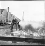 6134 Op het ROTEB-terrein aan het Kleinpolderplein wordt een brandblusoefening gehouden.