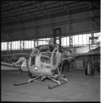 6135 Nieuwe helicopter PH-SAH in de hangar van vliegveld Zestienhoven. Het betrof een Hughes 269A van Schreiner Aero ...