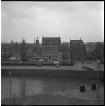 6153-2 Havenstraat en Coolhaven in Delfshaven met o.a. de kantoren van De Twentsche Bank, de Rotterdamsche Bank en de ...