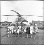 6168 Negen Missen opgesteld voor Sabena helicopter op Heliport aan de Katshoek nummer 10. Zij vertrokken naar ...