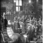 6235 Burgemeester van Walsum beëdigt de nieuwe gemeenteraadsleden in de raadzaal van het Stadhuis.
