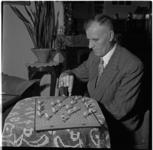 638 Portret van J. Boogerd, de uitvinder van een tafelvoetbalspel.