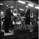 6387-4 Podium-close-up bij het 1ste Promenadeconcert in de Rivierahal met Rotterdams Philharmonisch Orkest o.l.v. ...