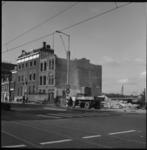 6394 Afbraak panden aan de Schiekade, rechts de spoorbaan van de Hofplein-spoorlijn zichtbaar.