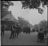 6406 Militaire begrafenis van marinier E.H. Piena, gesneuveld op Nieuw-Guinea, op de begraafplaats Nieuw Crooswijk aan ...