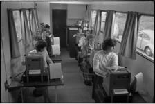 6410-2 Instructiewagen voor leerling-cassières Albert Heijn Hoogvliet aan de Middenbaan.