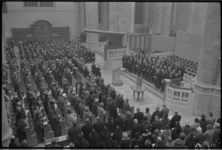 6426-1 Deelnemers aan de interkerkelijke dienst in de St.Laurenskerk ter herdenking van het overlijden van Hare ...