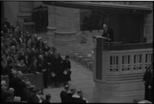6426-2 Opperrabbijn L.Vorst spreekt tijdens de Interkerkelijke dienst in de St.Laurenskerk tijdens herdenking van het ...