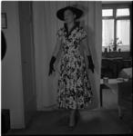 648-4 Mannequin showt kleding.