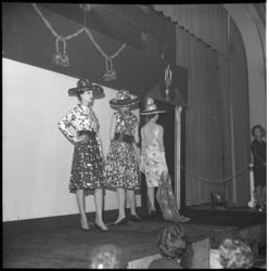 6480 Modeshow van ontwerper Max Heymans in Palace.