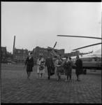 6599 Aankomst gezelschap met Sabena-helicopter op Heliport.