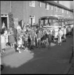 6606 Bustochtje voor kinderen in (aanname) Tuindorp de Vaan.
