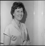 6656 Mevrouw Jane van Kassen-van Heyningen, omroepster in het Feijenoordstadion.