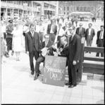 6661 Optreden van de Mormon Choir Singers op kruispunt Lijnbaan met het Stadhuisplein.