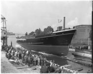 6686 Op de scheepswerf van J. en K. Smit te Kinderdijk wordt de nieuwe sleepboot Hudson voor Leen Smit en Co's ...