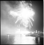 6690 Vuurwerk op de Nieuwe Maas, ontstoken op Charloisse Hoofd tijdens de Havenweek.