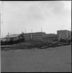 6701-2 Exterieur van de Spar-noodwinkel en daarnaast drogisterij Seeters, in de nieuwe wijk Prins Alexanderpolder.