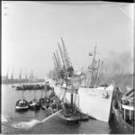 671-2 Brand aan boord van het Duitse vrachtschip Tanga, gelegen in de Merwehaven.