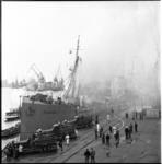 671-3 Brand aan boord van het Duitse vrachtschip Tanga, gelegen in de Merwehaven. Drie Ahrens Fox brandweerauto's in actie.