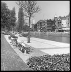 6757-2 Westersingel vernieuwd met wandelpromenade, rechts de Mauritsweg en het hoekpand met torentje op de hoek van de ...